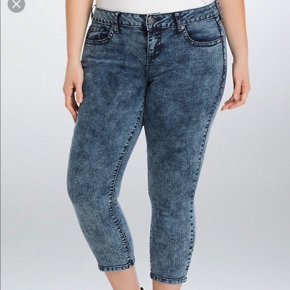 e5cff182c3d Torrid cropped skinny jeans acid wash. M 5aca8f03daa8f66292c0a2d3